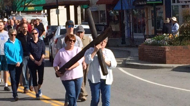 Christian believers in Hendersonville commemorated Good Friday through an event called Crosswalk. (FOX Carolina 3/25/2016)
