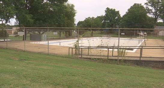 Gaffney mayor abandonment of irene pool based on race for Pool show florence sc