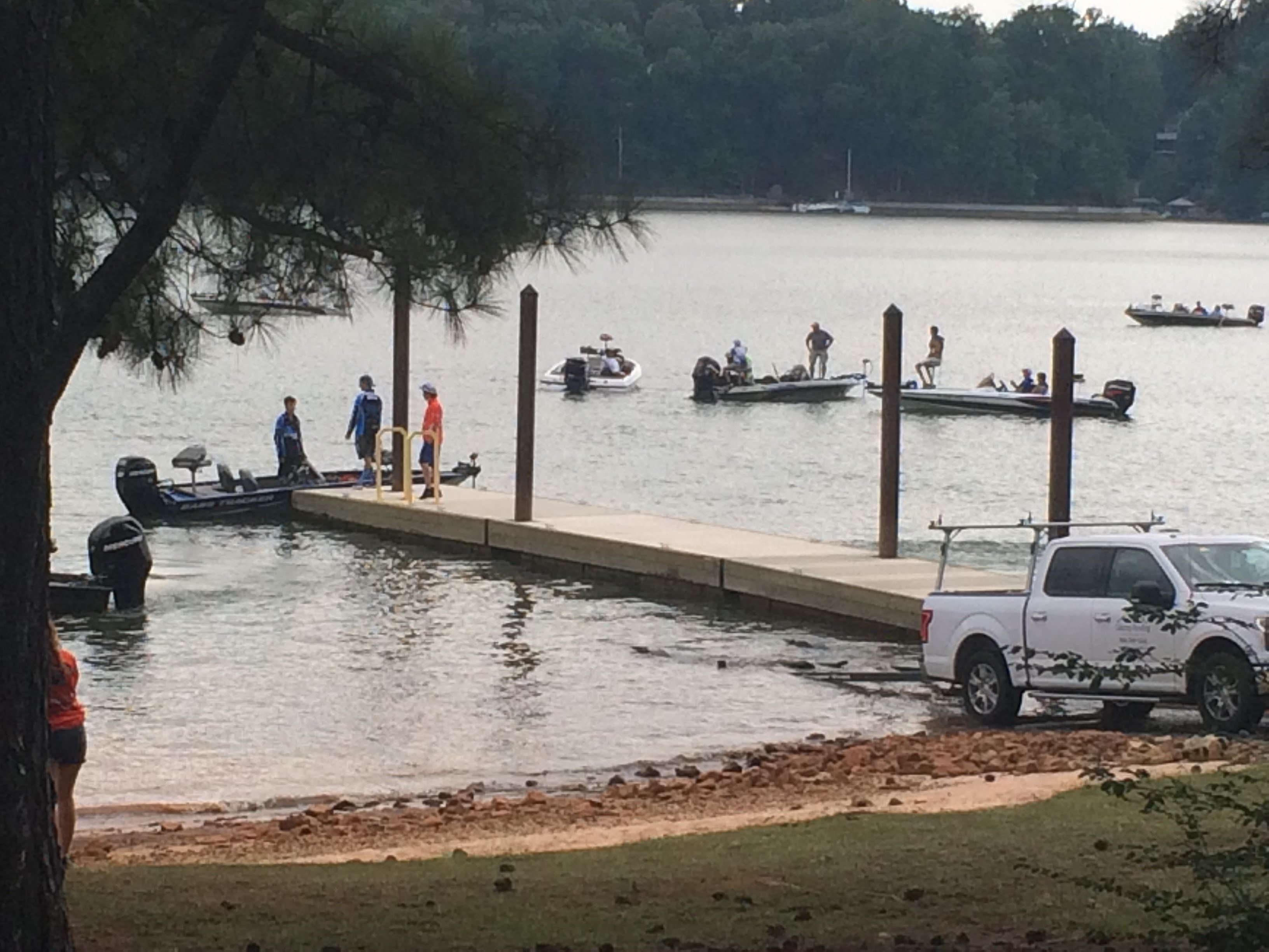 Anglers hit water for bass fishing tournament on lake for Lake keowee fishing