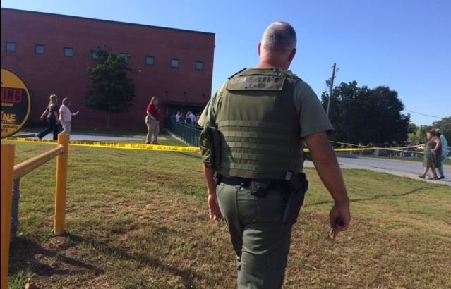 Deputies at Townville Elementary School (FOX Carolina/ Sep. 28, 2016)