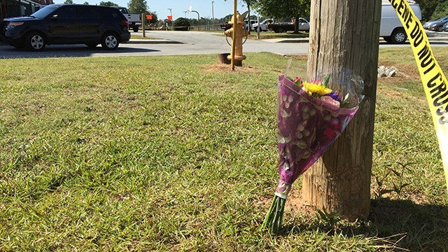 SC Senator Tim Scott leaves flowers at Townville Elementary following a tragic school shooting. (FOX Carolina/ 9/29/16)