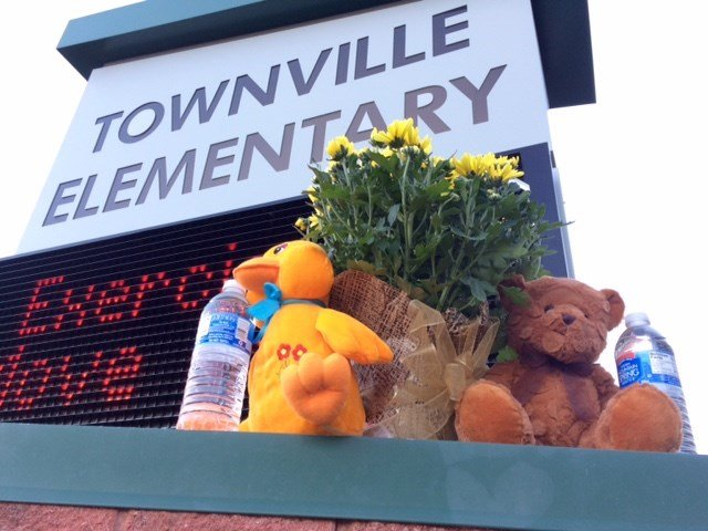 A memorial outside Townville Elementary School. (Sep. 29, 2016/FOX Carolina)