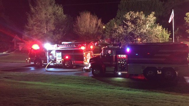 Crews battle large garage fire in Spartanburg Co. (October 9, 2016 FOX Carolina)