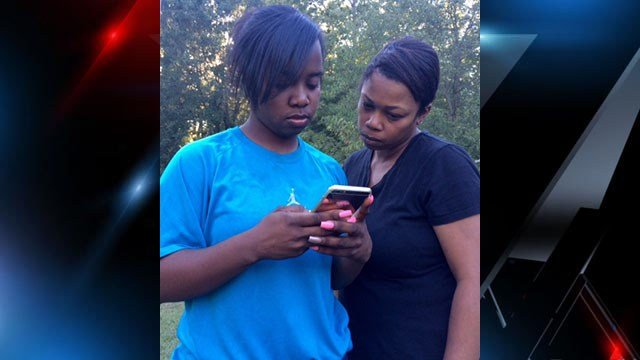 Mother and sister of Deondre Brannon look at pictures of him together. (FOX Carolina/10/12/16)