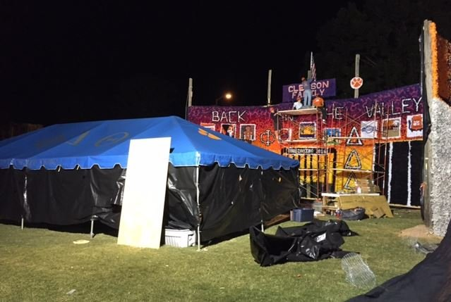 Students work on Tigerama float (FOX Carolina/ Oct. 14, 2016)