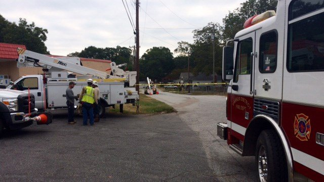 Car accident causes downed power lines in Greenville Co. (October 15, 2016 FOX Carolina)