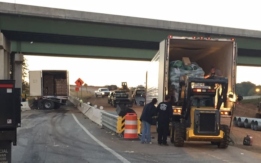 Crews unload cargo from the wrecked truck and place it on another (FOX Carolina)