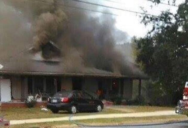 Photo of the fire (Courtesy: Jennifer Hammond/ GoFundMe)