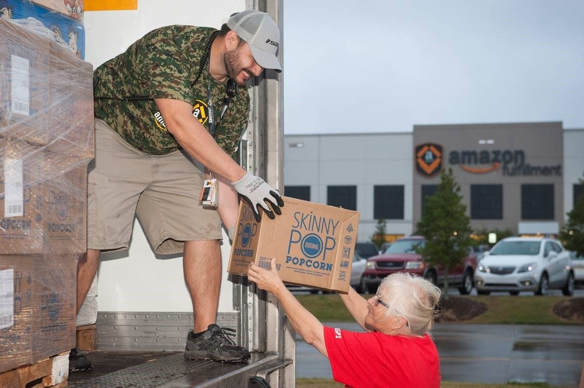 spartanburg amazon related keywords suggestions spartanburg amazon workers load supplies for hurricane victims courtesy