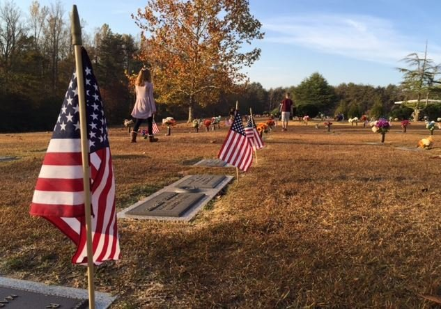 Students place flags on graves (FOX Carolina/ Nov. 3, 2016)