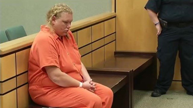 Nichole Carver sits in bond court on November 9. (FOX Carolina/ 11/9/16)