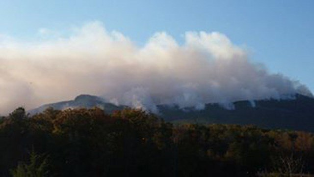 Pinnacle Mountain fire (Source: Robbie W.)