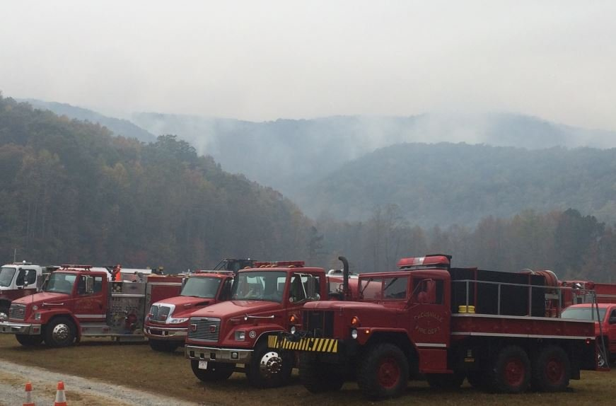 Firefighters battle the Pinnacle Mountain wildfire (FOX Carolina/ Nov. 13, 2016)