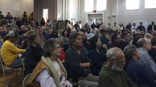 Bryson City residents gathered at a public meeting to discuss the wildfires. (November 12, 2016 FOX Carolina)