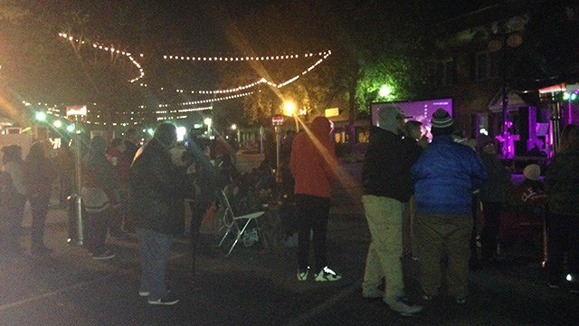 Crowds start to gather for welcome home party for Thompson. (November 13, 2016 FOX Carolina)