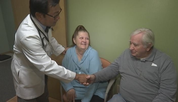 Mary and William David Hylton see Dr. Emmanuel Sarmiento about their breathing problems in the wake of hazy and smoky air conditions (FOX Carolina)