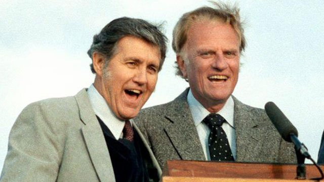 Cliff Barrows (L) and Billy Graham (Source: BillyGraham.org)
