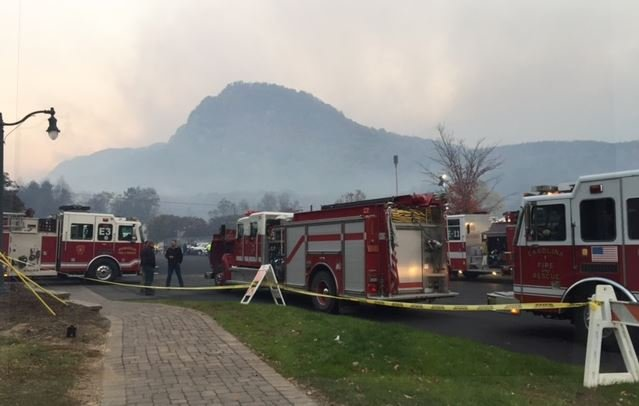 A blanket of smoke covers Lake Lure as the Party Rock fire continues to burn (Nov. 16, 2016/ FOX Carolina)