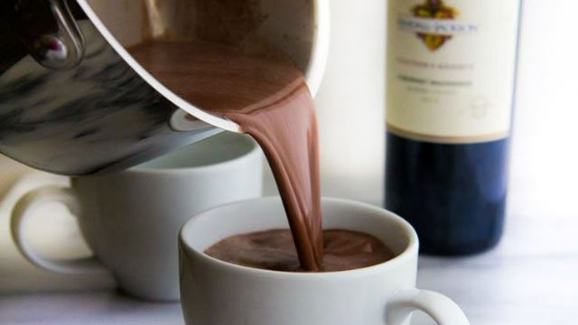 Red wine hot chocolate (Source: AllRecipes/Yeah...ImmaEatThat)
