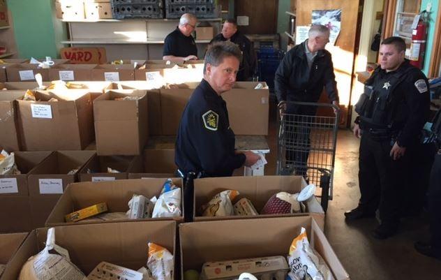 Officers load Thanksgiving baskets  (FOX Carolina/ Nov. 22, 2016)