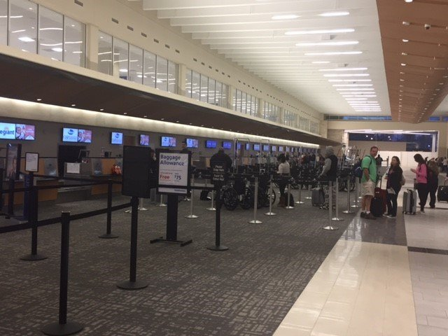Travelers at GSP on Wednesday (FOX Carolina/ Nov. 23, 2016)