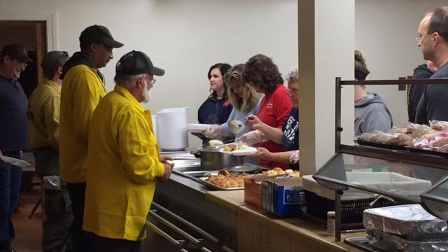 Volunteers are up bright and early preparing a Thanksgiving feast for firefighters in Pickens. (November 24, 2016 FOX Carolina)