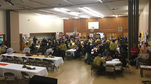 Upstate organizations joined to host a Thanksgiving dinner for first responders fighting the Pinnacle Mountain fire. (FOX Carolina/ 11/24/16)