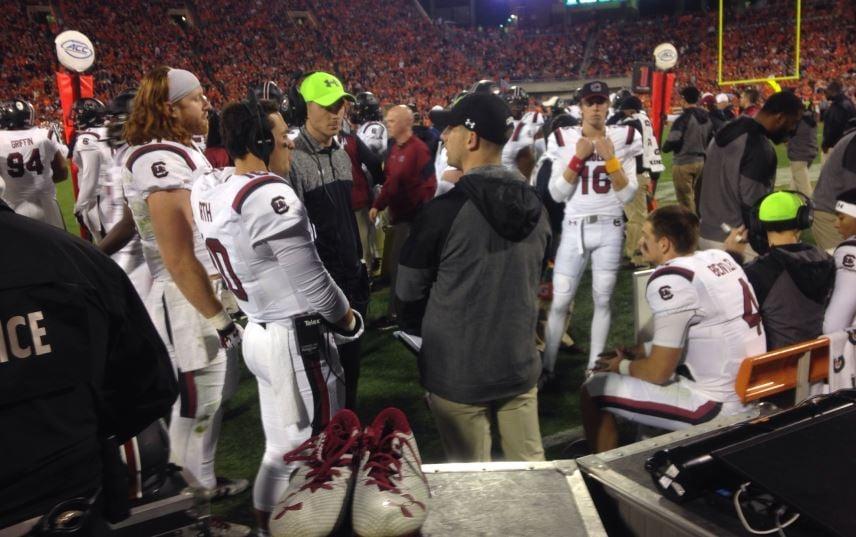Gamecocks gather on the sidelines (FOX Carolina/ Nov. 26, 2016)