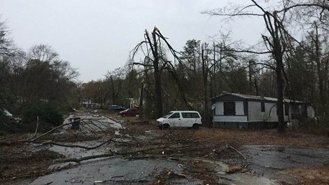 Severe weather rips through Simpsonville neighborhood. (FOX Carolina/ 11/30/16)