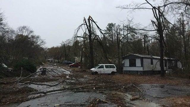 Severe weather rips through Simpsonville neighborhood. (FOX Carolina/ 11/30/16)