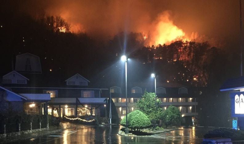 Fire rages near Gatlinburg on 11/29/2016 (Source: CNN/ TN Highway Patrol)