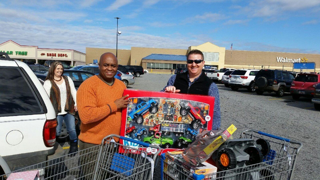 Kenneth Camp (left) and Clint Howell (right) purchase Christmas gifts for foster children (Courtesy: SC Youth Advocate Program)