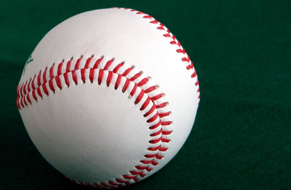 Photo of a baseball (Wikimedia Commons)
