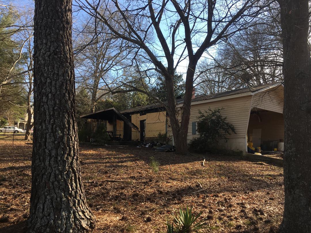 Scene of fatal fire on Jasper Drive. (Feb 10, 2017 FOX Carolina)