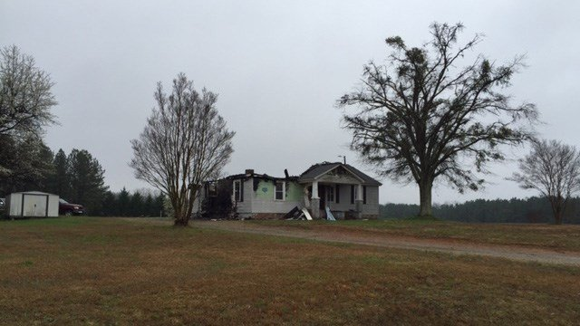 Scene of fatal fire in Belton. (FOX Carolina/ 2/22/17)