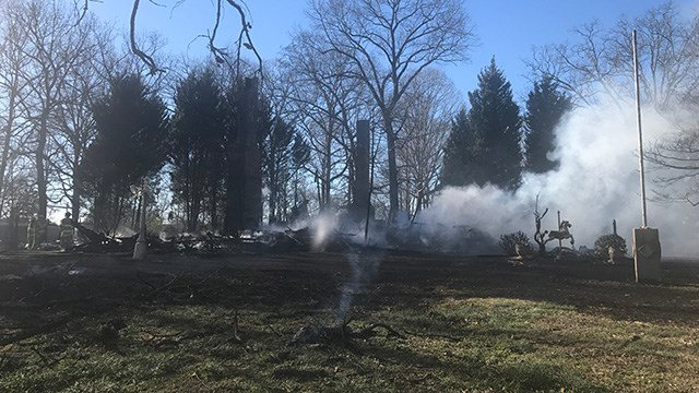 Scene of Belton fire that destroyed historic home. (FOX Carolina/ 2/25/17)
