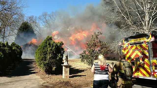 Scene of Belton fire that destroyed historic home. (Source: Broadway Fire Department)
