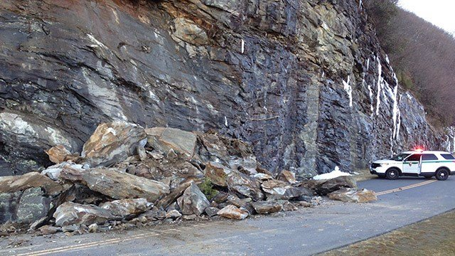 Scene of rock slide at the Blue Ridge Parkway. (Source: Blue Ridge Parkway)