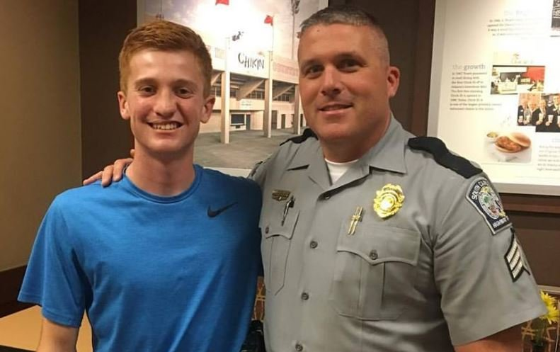 Simon Wilson (left) with a SCHP trooper (Courtesy: Lunch for LEOs)