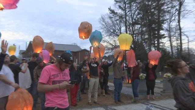 Lanterns released in honor of 3 killed in Piedmont crash. (March 6, 2017 FOX Carolina)