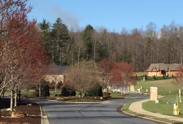 Smoke billows from the neighborhood (FOX Carolina/ March 10, 2017)