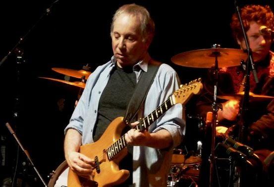 Paul Simon performs in Washington, DC (Wikimedia Commons)