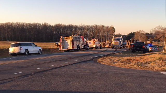 Roadway blocked by logging truck crash in Pendleton. (FOX Carolina/ 3/16/17)
