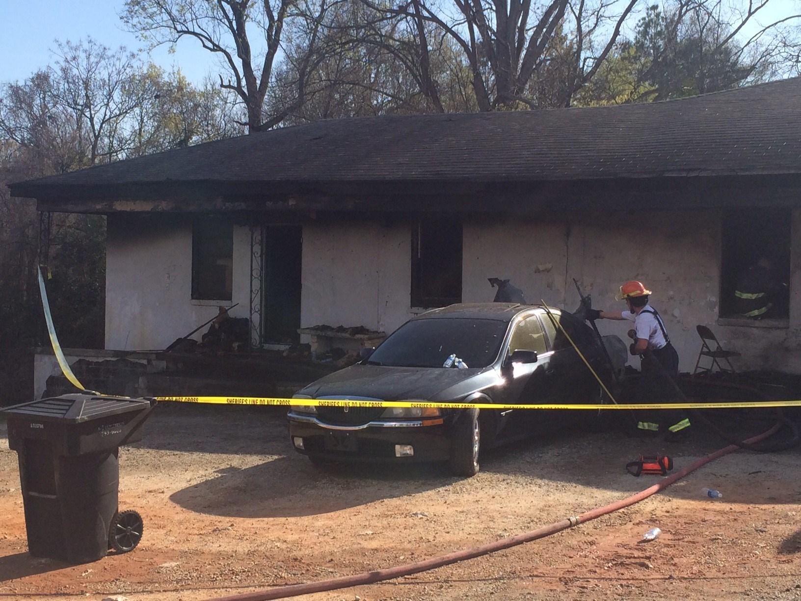 Apartment fire on Highway 72 (Mar. 20, 2017/FOX Carolina)
