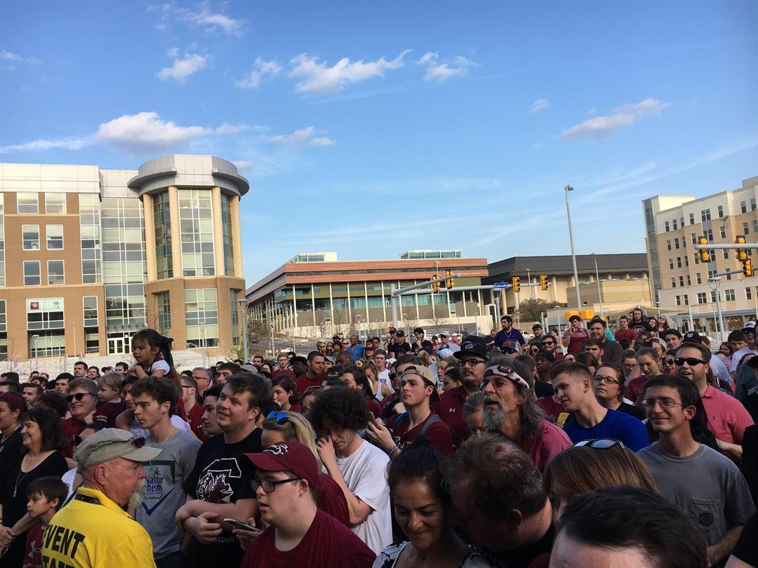 Hundreds gather in Columbia Tuesday for pep rally