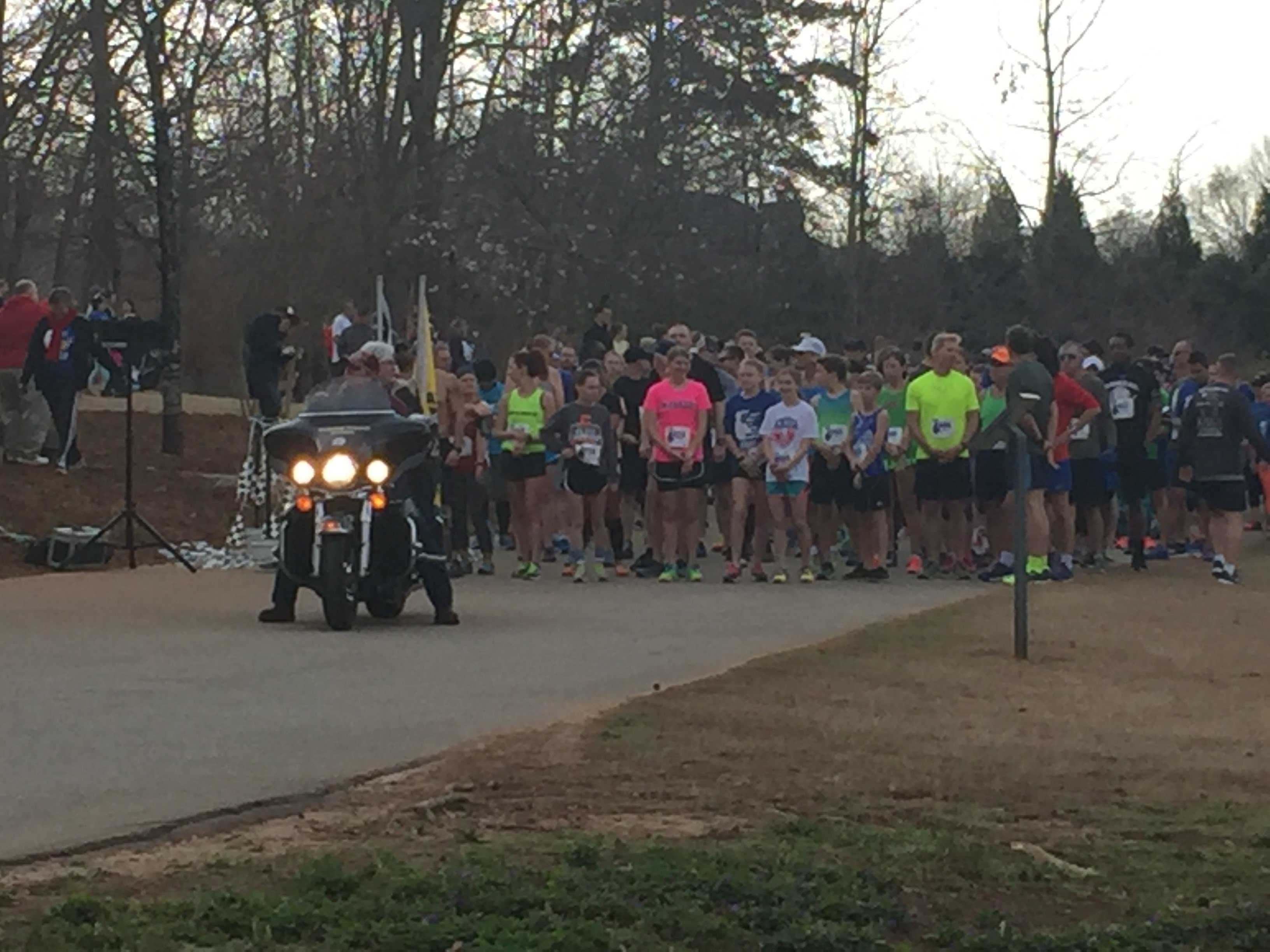 Runners line up for the start of A Hero's 5K (FOX Carolina/ March 25, 2017)