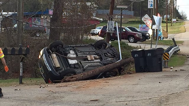 Car takes out power pole along Poinsett Hwy (FOX Carolina/ 3/25/17)