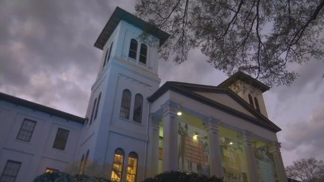 The main building at Wofford College turns blue for autism. (March 29, 2017 FOX Carolina)