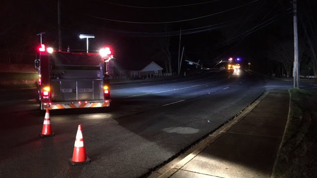 Thousands without power in Greenville Co. after crash takes out power poles along E. North Street. (FOX Carolina/ 3/30/17)