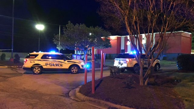 Police on scene at KFC in Spartanburg (Mar. 31, 2017/FOX Carolina)